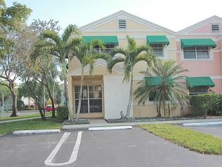 Cozy Townhome West of Fort Lauderdale Sleeps 8+
