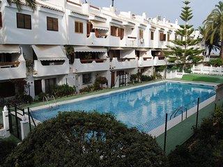 Precioso bungalow con piscina cerca del mar y de Valencia.