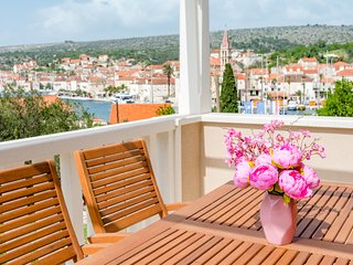 Apartments Sunny Days - Comfort Two Bedroom Apartment with Terrace and Sea View