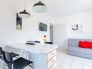 Apartments Sunny Days- Two Bedroom Apartment with Terrace and Sea View