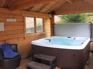 Birchwood Lodge, Loch Tay - Private Hot Tub+Sauna