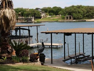Escape The Cold! Winter Texans, you're going to love this spot - a short walk to
