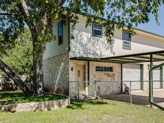 Calling All Winter Texans! Lakeside Living at it's Best! Walk to Private Boat Do