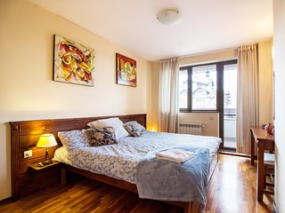 Apartment 7 - large kingsized bed and 2 bunk beds and large lounge area