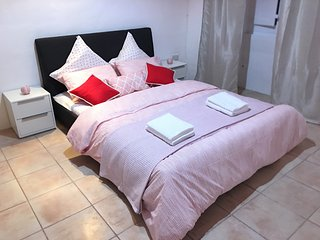GORGEOUS TOWNHOUSE SLIEMA SUPER LOCATION - PRIVATE DOUBLE BEDROOM SLEEPS 2