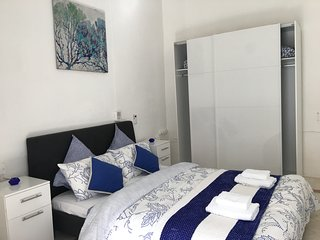 GORGEOUS TOWNHOUSE SLIEMA BEST LOCATION SINGLE BEDROOM NEXT TO ROCKY SANDY BEACH