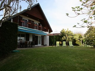 Casa con piscina y jardín a 4km de la playa.