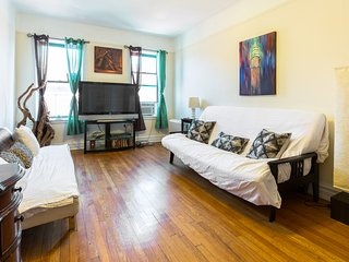 Amazing Traditional New York City Flat Near Metro/Rail, Free Wifi & Large Space
