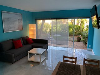 Best in Class Apart on the Deerfield Beach area, one block away from the beach!