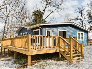 Newly renovated Tablerock Lake cottage