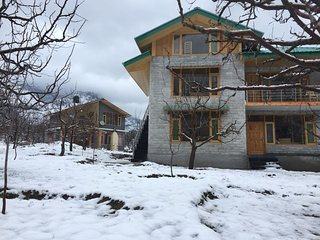 Idyllic Inn (1 Ensuite room with Private Balcony and 360* Snow Mountain Views)