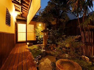 Whole house in the middle of city! Easy access! Japanese owner and staffs