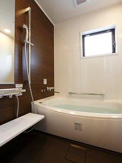 2F: Bathroom