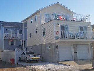 Bada Bing Shore House - LUX Family Rental 4 BR / 2 Stone Bath's Sleeps 12