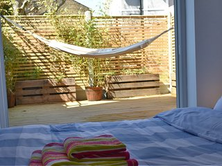 Relax in the hammock! Seaside retreat with garden, sleeps 4, nr to the beach