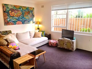 Sunny and Quiet Bronte Beach Apartment