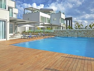Glory Exceptional Seafront Villa - Sunset Residences