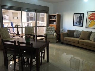 Beautiful 3 BR! Top Location!!