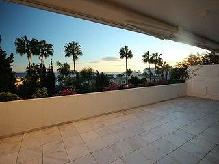 Luxury contemporary beschside apartmnet  BAHIA DE MARBELLA