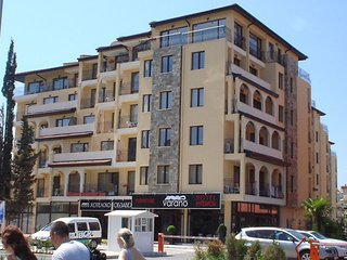 2-bedroom apartment just 100 metres from the beach and Cacao Beach