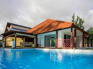 Case Bohème - 2 chambres et une piscine à deux pas de la plage!