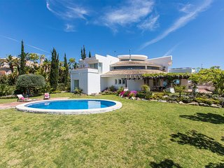 Stunning Views, Peaceful, Private Superb 4 Bedroom Villa all En Suite Bathrooms
