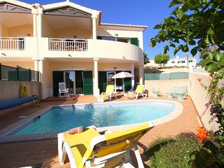 Casa Rosa has 2 bedrooms, private pool, sea views, garden and walk to the beach.