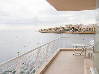 Sea Front Apartment - Wifi - Sleeps 6 - Fl5
