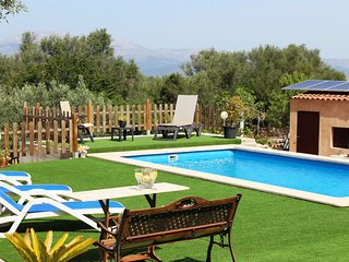 FLOR - Holiday home for 4+1 guests with a private pool and garden
