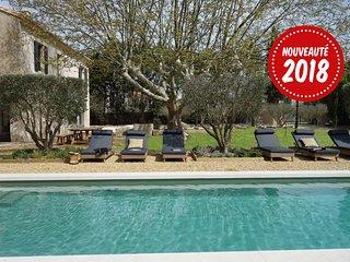 Mas de village 5mn Saint Remy de Provence jardin clos piscine commerces à pied