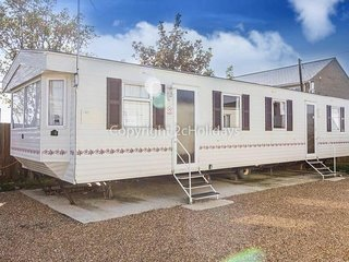 8 Berth caravan. At the Lees Holiday park. In Hunstanton *Pets allowed REF 13004