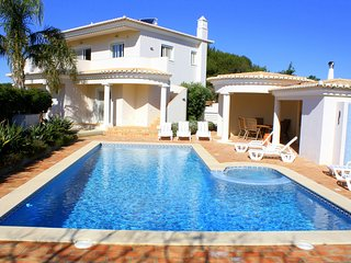 Casa Monte Lemos, Luz.Detached Villa, 5 bedrooms, A/C, and Solar heated pool.