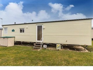 8 Berth Caravan in Seashore Haven Holiday Park.Great Yarmouth. Ref 22020 FS