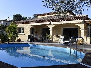 Belle villa plein sud avec piscine et jardin paysage de 1000 m2