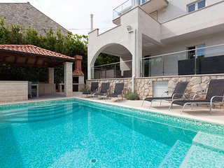 Hedera Estate, Villa Hedera X