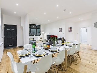 Brand New 1800 Sq Ft 4-Bed Apt in Zone 1, London. Walking distance to Big Ben!