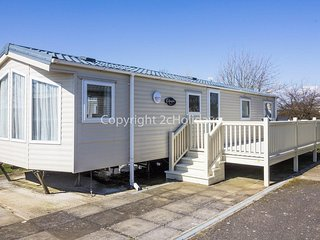 8 berth caravan at Manor Park Holiday Park. In Hunstanton, Norfolk. REF 23002K