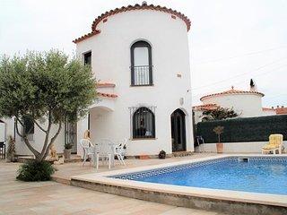 Casa a menos de 150 metros de la playa con 3 habitaciones Y piscina privada