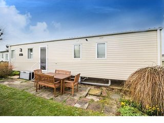 6 berth caravan at Cherry Tree Holiday Park, in Great Yarmouth. REF 70609