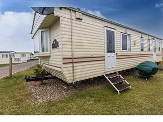 8 berth caravan at North Denes Holiday Park. In Lowestoft, Norfolk . REF 40082