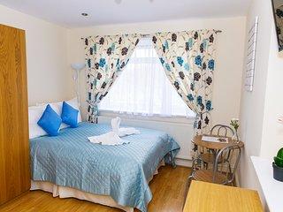 En-suite double Room MR3