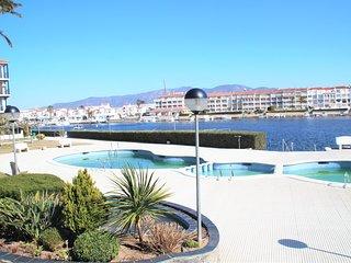 Apartamento con 2 habitaciones para 4 personas con piscina y vistas al lago