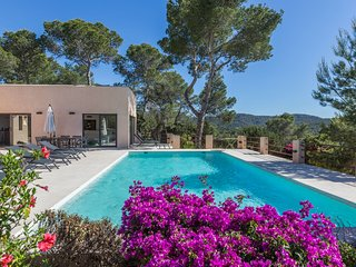 Catalunya Casas: Villa Talaia for 8 guests, just 1.8km to the beaches of Ibiza!