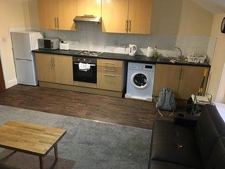 2 Bedroom Newly Refurbished Flat