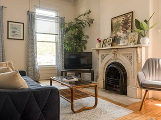 COZY, CENTRAL APT W/ CHARACTER & FREE PARKING