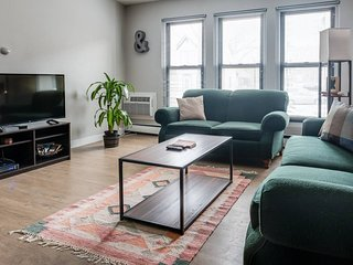 EXPLORE MKE EAST SIDE IN THIS SPACIOUS MODERN APT