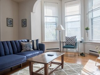 SPACIOUS 1BR IN HISTORIC CONVERTED MANSION