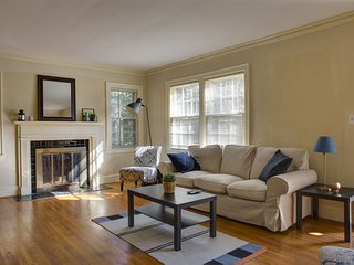 CUTE & COZY 2BR DUPLEX IN DILWORTH NEIGHBORHOOD W/ PARKING