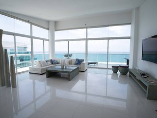 MORROS 922 6A15 . Beachfront Luxe PH - Top of the Top - 3750sqft !