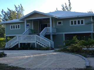 HappyDaze House - Steps to beach - Kayak and Paddle boards included